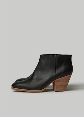 Rachel Comey Women's Mars Boot in Black/Natural Size 6 Calfskin Leather/Rubber
