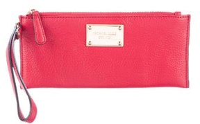 Michael Kors Grained Leather Wristlet - RED - STYLE