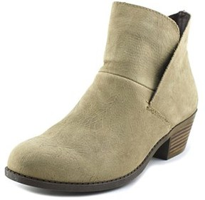 Me Too Zale 16 Women Round Toe Leather Tan Bootie.