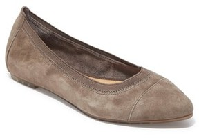 Me Too Women's Arianna Pointy Toe Flat