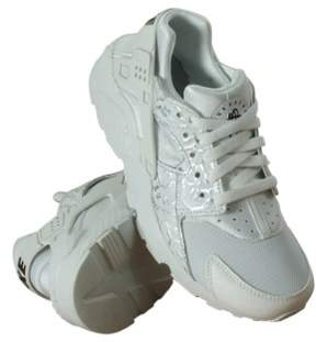 Nike Air Huarache Run SE Fashion Sneakers (4.5)