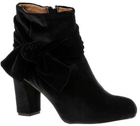 All Black Velvet Madame (Women's)