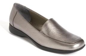 Trotters Women's 'Jenn' Loafer