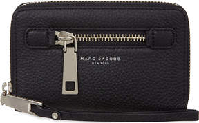Marc Jacobs Gotham City grained leather wrist wallet - BLACK - STYLE