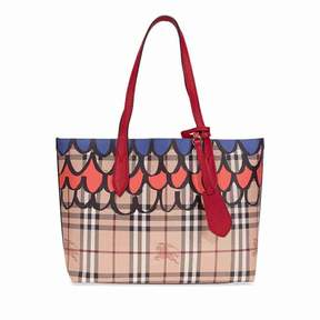 Burberry The Small Reversible Tote in Trompe L'oeil Print - Poppy Red - ONE COLOR - STYLE