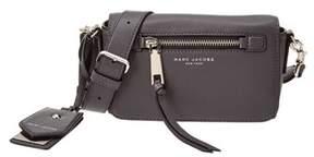Marc Jacobs Recruit Leather Crossbody. - GREY - STYLE