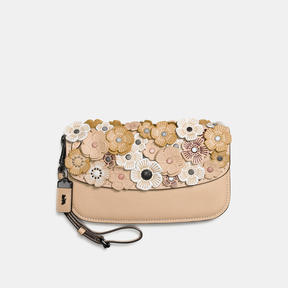 COACH Coach Clutch In Glovetanned Leather With Tea Rose - BLACK COPPER/BEECHWOOD - STYLE