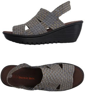 Bernie Mev. Sandals