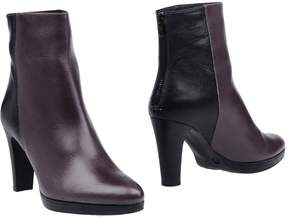 Eye Ankle boots