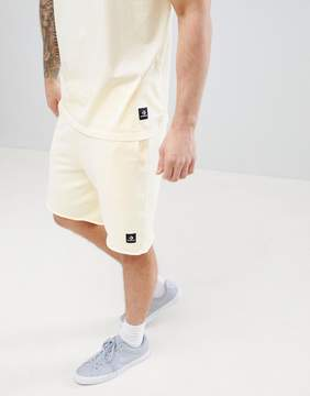 Converse Essentials Cut-Off Shorts In Yellow 10003347-A11