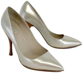 Marc Jacobs Silver Pointed Toe Patent Leather Pumps
