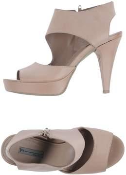 VIC Platform sandals