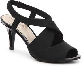 Bandolino Women's Malorie Wishbone Nylon Sandal