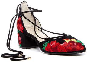 Kenneth Cole Reaction Tina Floral Embroidered Pump