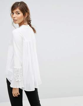 Coast Rose Ivory Knit Top With Lace Applique