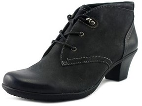Earth Origins Devin Women Round Toe Leather Black Ankle Boot.