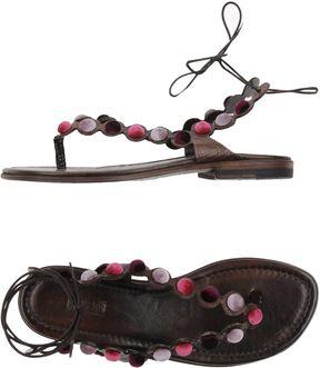 Preventi Toe strap sandals