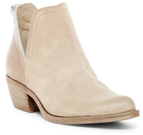 Khrio Pointed Toe Bootie