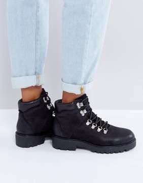 Vagabond Kenova Black Leather Flat Hiking Ankle Boots
