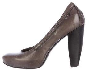 CNC Costume National Round-Toe Leather Pumps