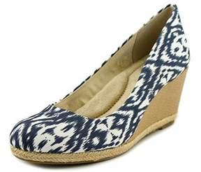 Giani Bernini Womens Ozara Leather Closed Toe Wedge Pumps.