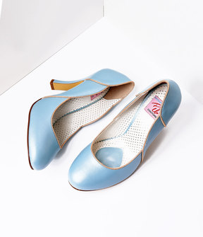 Unique Vintage Baby Blue Leatherette Heel With Gold Accents Shoes