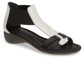 The Flexx Women's 'Band Together' Sandal