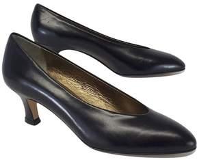 Amalfi by Rangoni Black Leather Dahlia Kitten Heels