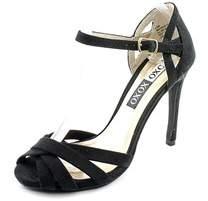 XOXO Winifred Synthetic Sandals.