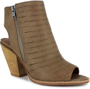 DOLCE by Mojo Moxy Women's Cash Sandal