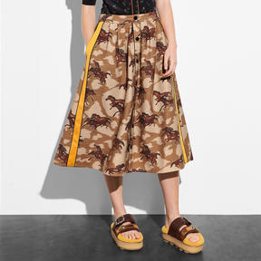 COACH HORSE PRINT PLEATED SKIRT WITH SIDE PANEL - BROWN