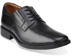 Clarks Men's Tilden Plain Toe Oxford.