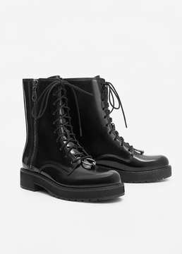 Mango Outlet Lace-up patent effect boots