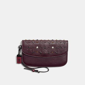 COACH CLUTCH IN NATURAL PEBBLE LEATHER WITH PRAIRIE RIVETS - BLACK COPPER/OXBLOOD