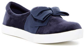 Mia Twist Slip-On Sneaker (Little Kid)