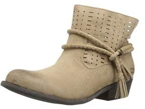 Billabong Womens Nico Closed Toe Ankle Cowboy Boots.