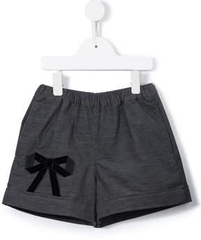 Familiar bow appliqué shorts