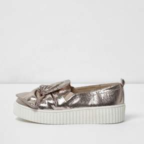 River Island Girls gold crinkle bow plimsolls