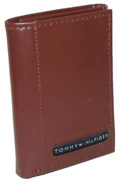 Tommy Hilfiger Men's Leather Cambridge Billfold Passcase Wallet, Brown