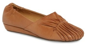 Chocolat Blu Women's Vic Low Pleated Wedge