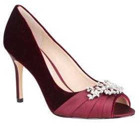 Nina Velvet Pump With Brooch