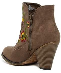 Mia Womens Melrose Fabric Closed Toe Ankle Cowboy Boots.