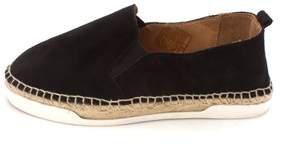 Andre Assous Womens Shane Low Top Slip On Fashion Sneakers.