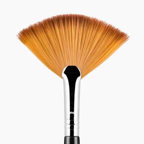 Sigma Beauty F41 Fan Brush