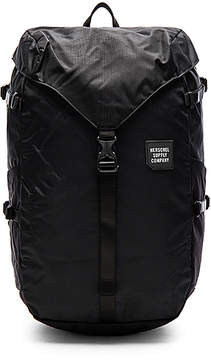 Herschel Supply Co. Trail Barlow Large in Black.