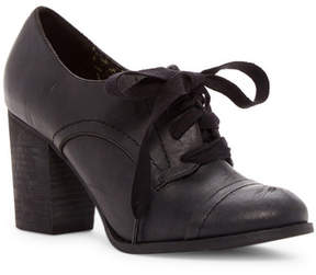 Restricted Tipsy Oxford Pump