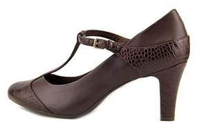 Giani Bernini Womens Vineza Leather Closed Toe T-strap Classic Pumps.