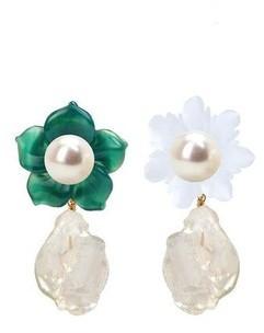 Bounkit Mismatched Flower Drop Earrings