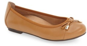 Vionic Women's 'Minna' Leather Flat