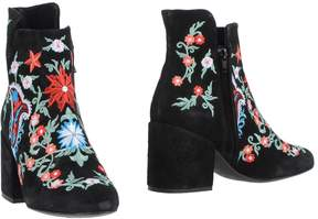 Pieces Ankle boots